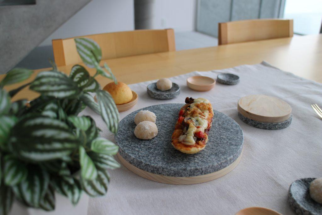 TOBE KURA 大島石と媛ヒノキのリバーシ皿のイメージ